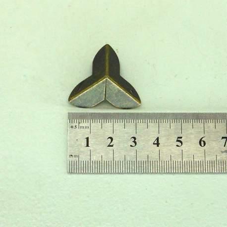 Уголок старая латунь 22 мм