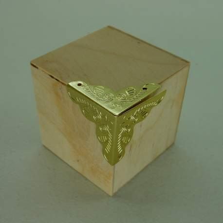 Уголок золото 25 мм