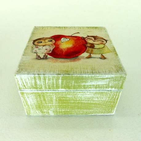Шкатулка мини «Совята с яблоком»